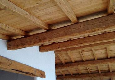 Foto di tetti in legno