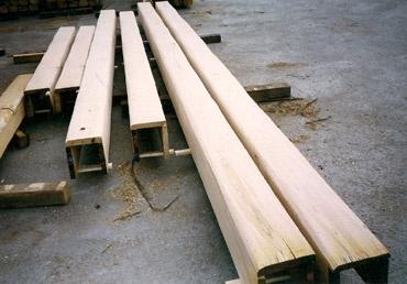 Produzione e vendita di travi in castagno travature for Finte travi legno