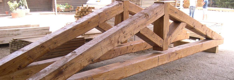 Vendita e produzione di capriate in legno di castagno - Vendita tavole di legno ...