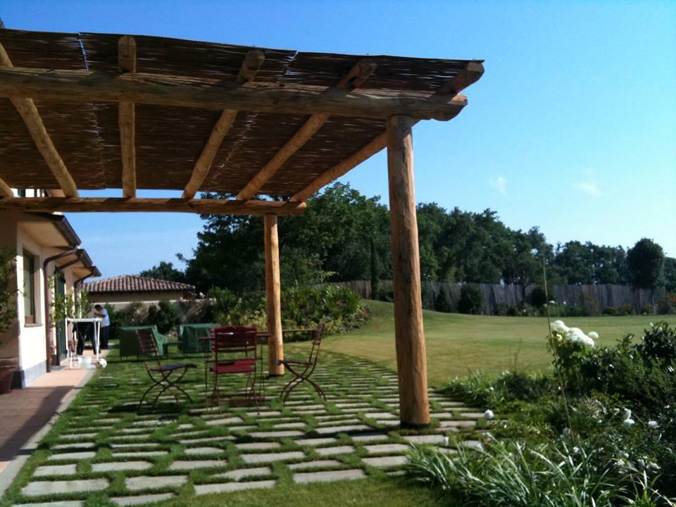 Pergole in legno di castagno per esterni, pergolati e porticati su misura