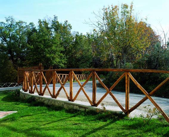 Staccionata in legno per recinzioni - Staccionate in legno per giardini ...